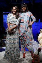 Shweta Salve, Manasi Scott at Lakme Fashion Week Day 1 on 21st Aug 2019 (1)_5d5e469fc802c.JPG