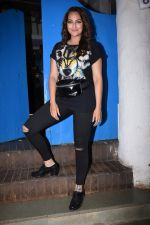 Sonakshi Sinha at Nikhil Advani_s party at olive bandra on 21st Aug 2019 (423)_5d5e84951a7df.JPG