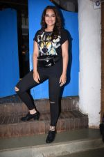 Sonakshi Sinha at Nikhil Advani_s party at olive bandra on 21st Aug 2019 (424)_5d5e84967b373.JPG