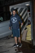 Varun Dhawan spotted at gym in juhu on 21st Aug 2019 (10)_5d5e47770f1f6.JPG