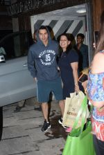 Varun Dhawan spotted at gym in juhu on 21st Aug 2019 (7)_5d5e476f44151.JPG