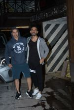 Varun Dhawan, Aparshakti Khurana spotted at gym in juhu on 21st Aug 2019 (13)_5d5e47c5dfa28.JPG