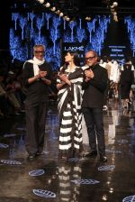 Athiya Shetty walk the ramp for designer Abraham & Thakore at Lakme Fashion Week 2019 on 22nd Aug 2019 (1)_5d5f8d651f534.JPG