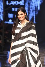 Athiya Shetty walk the ramp for designer Abraham & Thakore at Lakme Fashion Week 2019 on 22nd Aug 2019 (11)_5d5f8d7929db1.JPG