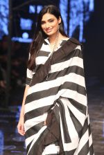 Athiya Shetty walk the ramp for designer Abraham & Thakore at Lakme Fashion Week 2019 on 22nd Aug 2019 (14)_5d5f8d7e647e9.JPG