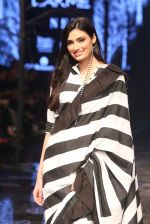 Athiya Shetty walk the ramp for designer Abraham & Thakore at Lakme Fashion Week 2019 on 22nd Aug 2019 (15)_5d5f8d802e109.JPG
