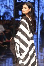 Athiya Shetty walk the ramp for designer Abraham & Thakore at Lakme Fashion Week 2019 on 22nd Aug 2019 (19)_5d5f8d88329da.JPG