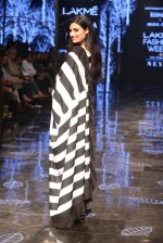 Athiya Shetty walk the ramp for designer Abraham & Thakore at Lakme Fashion Week 2019 on 22nd Aug 2019 (23)_5d5f8d904955a.JPG