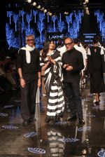 Athiya Shetty walk the ramp for designer Abraham & Thakore at Lakme Fashion Week 2019 on 22nd Aug 2019 (47)_5d5f8dc410e50.JPG