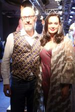 Evelyn Sharma at Lakme Fashion Week 2019 on 22nd Aug 2019 (4)_5d5f8d7829dec.JPG