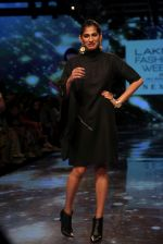 Kubbra Sait at lakme fashion week 2019 on 22nd Aug 2019 (110)_5d5f8ed760d13.JPG