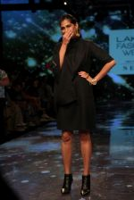Kubbra Sait at lakme fashion week 2019 on 22nd Aug 2019 (113)_5d5f8eddbebc5.JPG