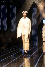 Model walk the ramp at Lakme Fashion Week 2019 Day 2 on 22nd Aug 2019 (10)_5d5f9863caa10.JPG