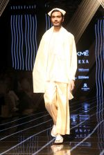 Model walk the ramp at Lakme Fashion Week 2019 Day 2 on 22nd Aug 2019 (11)_5d5f9865bc52f.JPG
