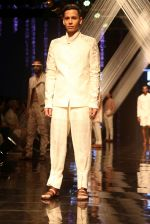 Model walk the ramp at Lakme Fashion Week 2019 Day 2 on 22nd Aug 2019 (119)_5d5f99771acb7.JPG