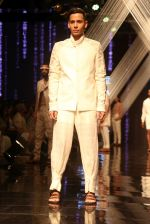 Model walk the ramp at Lakme Fashion Week 2019 Day 2 on 22nd Aug 2019 (120)_5d5f9979cfe65.JPG