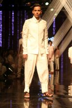 Model walk the ramp at Lakme Fashion Week 2019 Day 2 on 22nd Aug 2019 (121)_5d5f997c13eb5.JPG