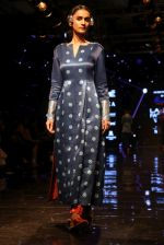 Model walk the ramp at Lakme Fashion Week 2019 Day 2 on 22nd Aug 2019 (35)_5d5f98656e726.JPG