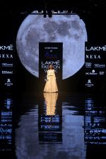 Mrunal thakur at An ODE To Dabu by Aavaran Udaipur at Lakme Fashion Week 2019 on 22nd Aug 2019 (13)_5d5f8ed402f3f.JPG