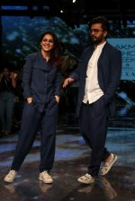 Riteish Deshmukh With His Wife at Lakme Fashion Week 2019 on 22nd Aug 2019 (1)_5d5f8ed5aeba0.JPG