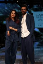 Riteish Deshmukh With His Wife at Lakme Fashion Week 2019 on 22nd Aug 2019 (11)_5d5f8ee1b3bb0.JPG