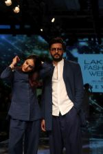 Riteish Deshmukh With His Wife at Lakme Fashion Week 2019 on 22nd Aug 2019 (13)_5d5f8ee342e2c.JPG