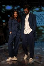Riteish Deshmukh With His Wife at Lakme Fashion Week 2019 on 22nd Aug 2019 (3)_5d5f8ed76fd90.JPG