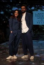 Riteish Deshmukh With His Wife at Lakme Fashion Week 2019 on 22nd Aug 2019 (5)_5d5f8eda7438a.JPG