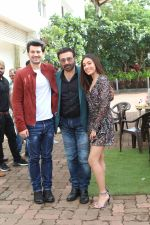 Sunny Deol, Karan Deol & Sehar Bhamba on the sets of Dance India Dance at filmcity in goregoan on 22nd Aug 2019 (23)_5d5fa14308eb4.JPG