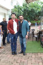 Sunny Deol, Karan Deol on the sets of Dance India Dance at filmcity in goregoan on 22nd Aug 2019 (72)_5d5fa14a40e45.JPG