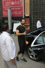 Shahid Kapoor, Mira Rajput & Misha spotted at juhu on 23rd Aug 2019 (17)_5d60f276600c2.JPG
