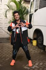 Varun Sharma for the promotions of film Chichore at Mehboob studio in bandra on 23rd Aug 2019 (18)_5d60ee1245027.JPG