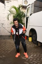 Varun Sharma for the promotions of film Chichore at Mehboob studio in bandra on 23rd Aug 2019 (23)_5d60ee1ab5b5f.JPG