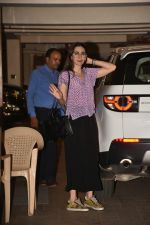 Karishma Kapoor spotted at Kareena Kapoor_s house in bandra on 23rd Aug 2019 (17)_5d624a595e40c.jpg