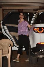 Karishma Kapoor spotted at Kareena Kapoor_s house in bandra on 23rd Aug 2019 (18)_5d624a5acb6fe.jpg