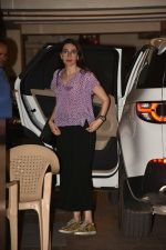 Karishma Kapoor spotted at Kareena Kapoor_s house in bandra on 23rd Aug 2019 (19)_5d624a5c560b9.jpg