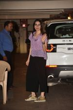 Karishma Kapoor spotted at Kareena Kapoor_s house in bandra on 23rd Aug 2019 (22)_5d624a64e033b.jpg