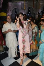 Shilpa Shetty with family at the janmashtami celebration at Iskon temple juhu on 23rd Aug 2019 (69)_5d625222aec1f.JPG