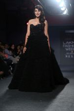 Rhea Chakraborty Walks For Ambika Lal At LFW 2019 on 24th Aug 2019 (12)_5d6388cc57b21.JPG