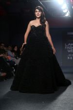 Rhea Chakraborty Walks For Ambika Lal At LFW 2019 on 24th Aug 2019 (13)_5d6388ce6a0b2.JPG