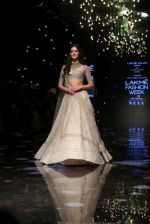 Ananya Pandey walks for Anushree Reddy at LFW 2019 on 24th Aug 2019  (16)_5d6389340481c.JPG