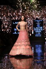 Ananya Pandey walks for Arpita Mehta at LFW 2019 on 24th Aug 2019  (11)_5d638a613c468.JPG