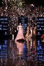 Ananya Pandey walks for Arpita Mehta at LFW 2019 on 24th Aug 2019  (5)_5d638a543ead6.JPG