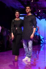 Divyanka Tripathi At lakme fashion week 2019 Day 4 on 25th Aug 2019 (54)_5d6391d7c9467.JPG