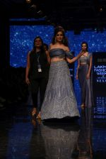 Kangana Ranaut walk the ramp for Disha Patil At lakme fashion week 2019 on 25th Aug 2019 (104)_5d63921e922a5.JPG