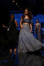 Kangana Ranaut walk the ramp for Disha Patil At lakme fashion week 2019 on 25th Aug 2019 (61)_5d63917530622.JPG