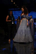 Kangana Ranaut walk the ramp for Disha Patil At lakme fashion week 2019 on 25th Aug 2019 (62)_5d6391778ebb5.JPG