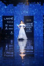 Kangana Ranaut walk the ramp for Disha Patil At lakme fashion week 2019 on 25th Aug 2019 (64)_5d63917c07eed.JPG
