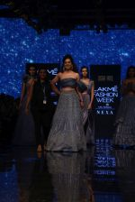 Kangana Ranaut walk the ramp for Disha Patil At lakme fashion week 2019 on 25th Aug 2019 (97)_5d6391f31b840.JPG
