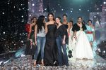 Kareena Kapoor Khan walks for Gauri & Nainika At Lakme Fashion Week 2019 on 25th Aug 2019 (44)_5d63933e1c104.jpg